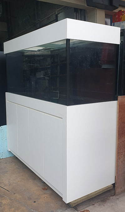 Used fish tank. Aquarium and cabinet. Grade 1 Japan glass.