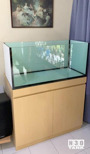 Braceless fish tank custom-made by N30 Tank. 3ft (L) x 500mm (W) x 750mm (H) 12mm all round with overflow to sump and cabinet set up.