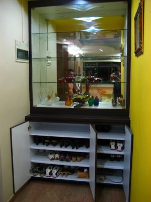 Custom-made shoe cabinet