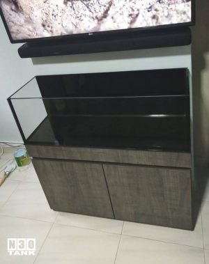 Unique-017: Low-profile cabinet tank set custom-made by N30. Tank size: 900mm (L) x 300mm (W) x 300mm (H). Glass Thickness (10mm all). ANS Black Matt.